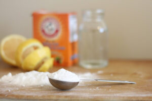 clean your oven with baking soda